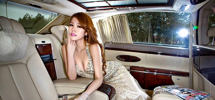 奢华从来只是态度 美人鱼坐拥尊贵名车怀抱